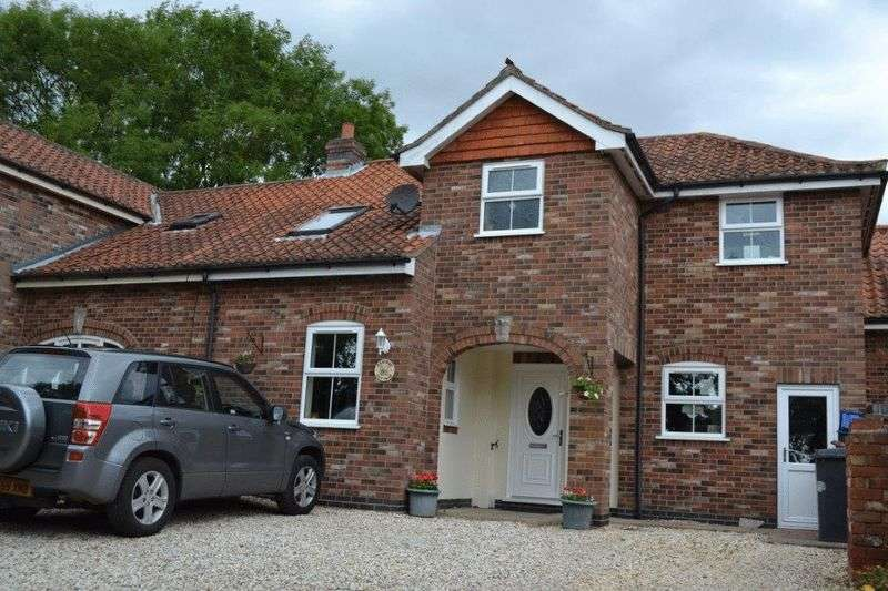 3 Bedrooms Semi Detached House for sale in Church Side, Goxhill