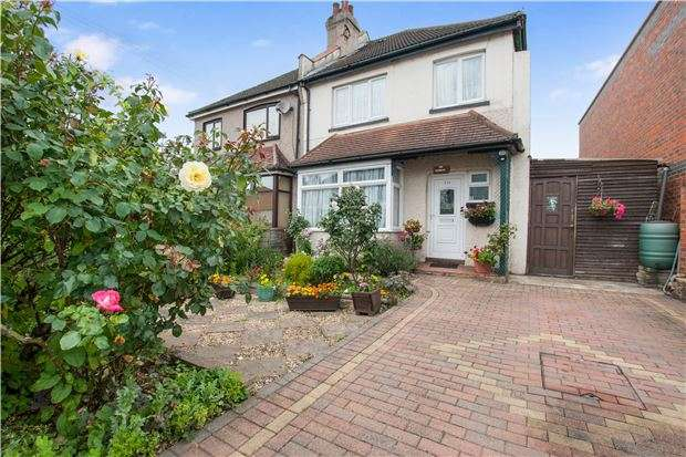 3 Bedrooms Semi Detached House for sale in Chipstead Valley Road, COULSDON, Surrey, CR5 3BE
