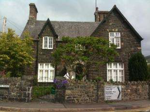 5 Bedrooms House for sale in Village Road, Llanfairfechan, Conwy, LL33