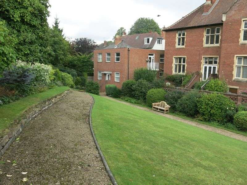 2 Bedrooms Flat for sale in 6 Francis Hill Court, Church Lane, Lincoln