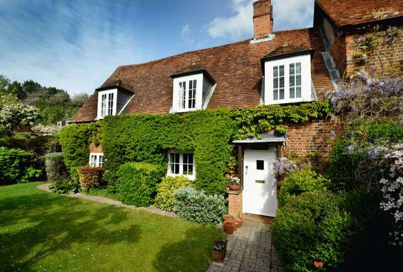 3 Bedrooms Semi Detached House for sale in Burford Farm House, Marlow Bottom