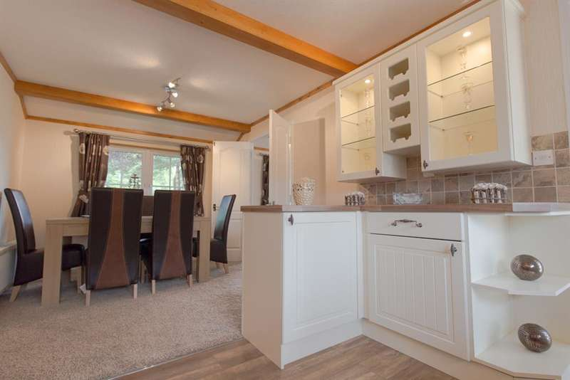 2 Bedrooms Park Home Mobile Home for sale in Oaklands Park, Brooks Green, West Sussex