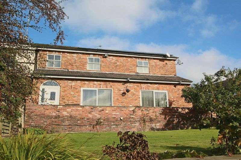 6 Bedrooms Semi Detached House for sale in Lands End Road, Middleton M24 4RD