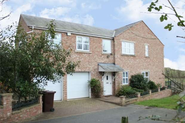 4 Bedrooms Detached House for sale in Darrington Road,, Carleton, Pontefract