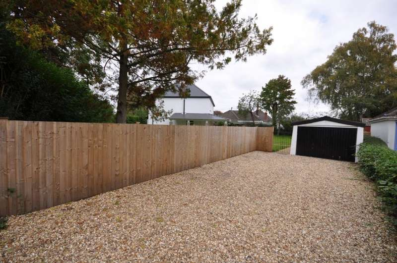 5 Bedrooms Detached House for sale in Northfield Road, Ringwood, BH24 1LU