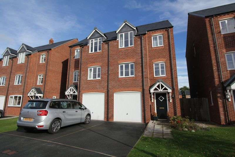 4 Bedrooms Semi Detached House for sale in Stryd Y Barcud, Ruthin