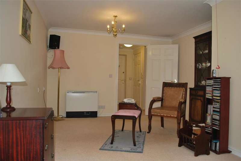1 Bedroom Flat for sale in St. Agnes Road, East Grinstead, West Sussex