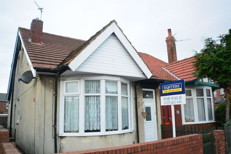 3 Bedrooms Detached House for sale in Threlfall Road, South Shore, Blackpool, FY1 6NN