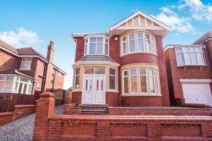 3 Bedrooms Detached House for sale in Holmfield Road, Blackpool, Lancashire, FY2
