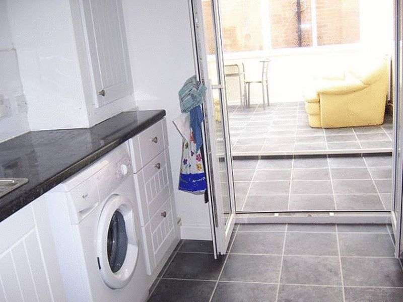 5 Bedrooms Semi Detached House for rent in 5 bedroom student property Malmesbury Park Road, Bournemouth