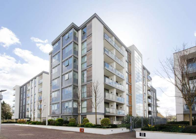 2 Bedrooms Flat for sale in Golden Mile House, Brentford, TW8