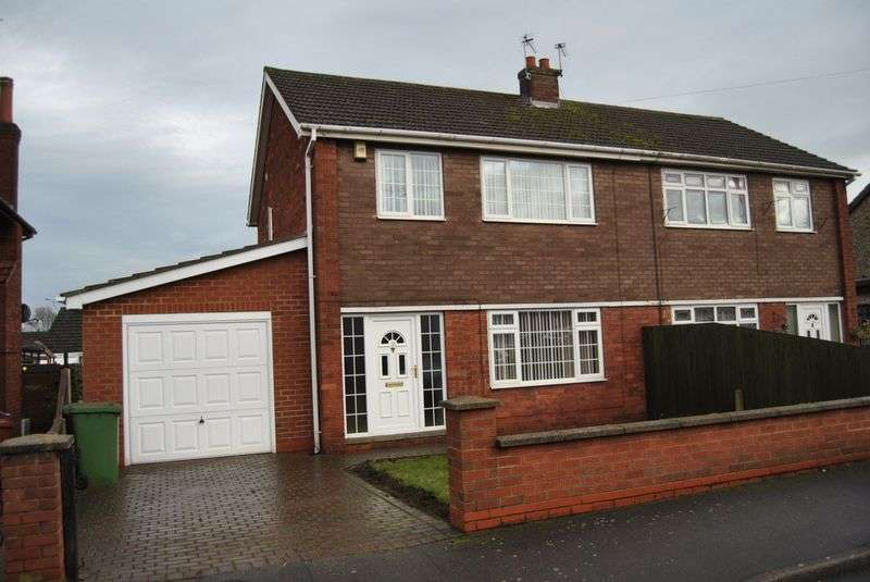 3 Bedrooms Semi Detached House for sale in St. Johns Road, Scunthorpe