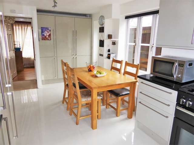 4 Bedrooms Detached House for sale in WINFORD HEIGHTS