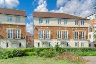 4 Bedrooms Semi Detached House for sale in Mosquito Way, Hatfield, Hertfordshire