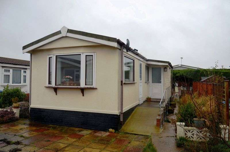 1 Bedroom Detached Bungalow for sale in Prebend Lane, Stonecliff Park, Welton
