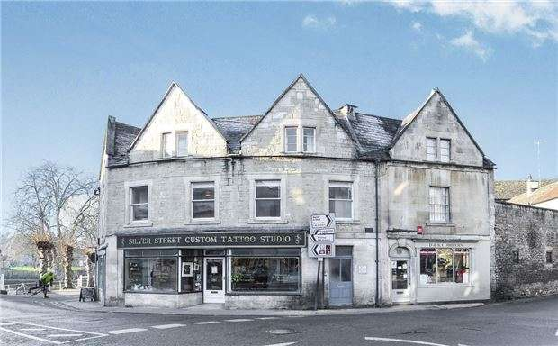 2 Bedrooms Flat for sale in Silver Street, BRADFORD-ON-AVON, Wiltshire, BA15
