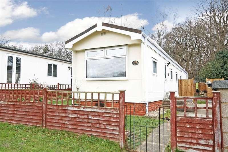1 Bedroom Detached House for sale in Warren Farm Home Park, Warren Lane, Pyrford, Surrey, GU22