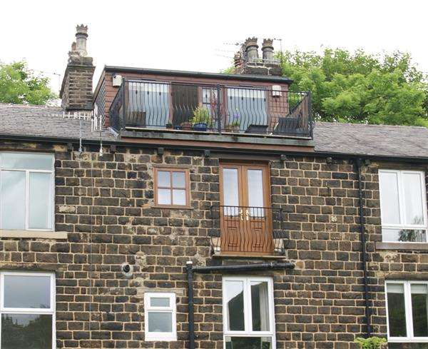 2 Bedrooms Terraced House for sale in Chew Valley Road, Saddleworth