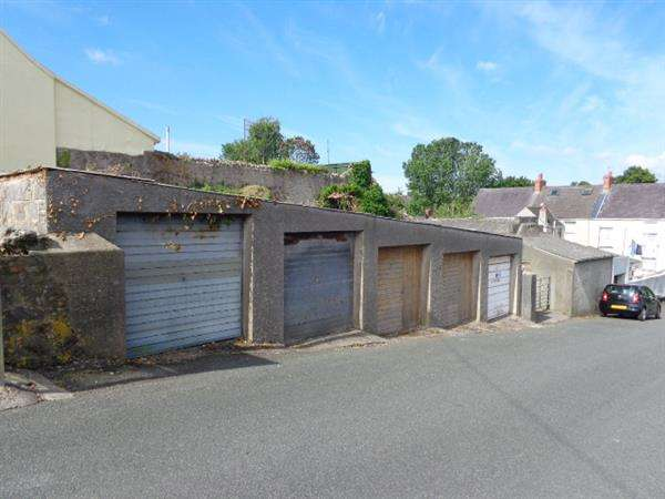 Commercial Property for sale in 5 in No. Lock-up Garages