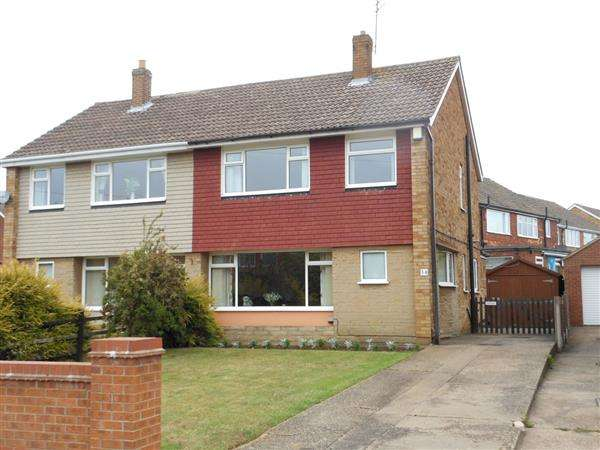 3 Bedrooms Semi Detached House for sale in Birchwood Road, Scunthorpe