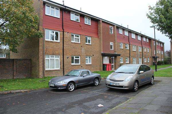 2 Bedrooms Apartment Flat for sale in Byrd Road, Crawley