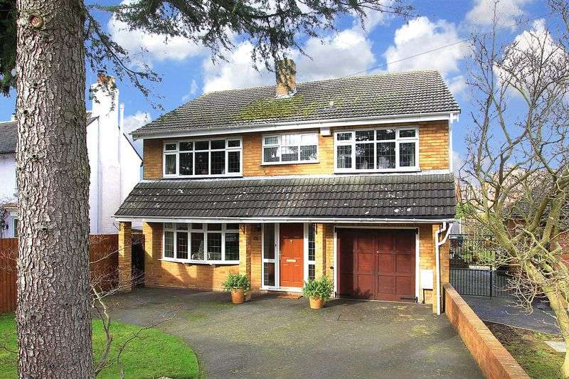 4 Bedrooms Detached House for sale in FINCHFIELD, Castlecroft Road