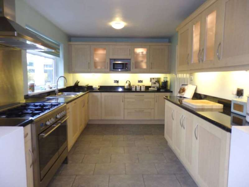 5 Bedrooms Detached House for sale in St Leonards Avenue, Lostock