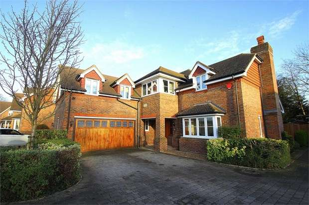 5 Bedrooms Detached House for sale in Richings Place, Richings Park, Buckinghamshire