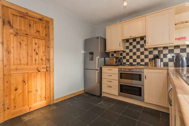 2 Bedrooms Flat for sale in Western Crescent, Kilbirnie, North Ayrshire, KA25 6JE