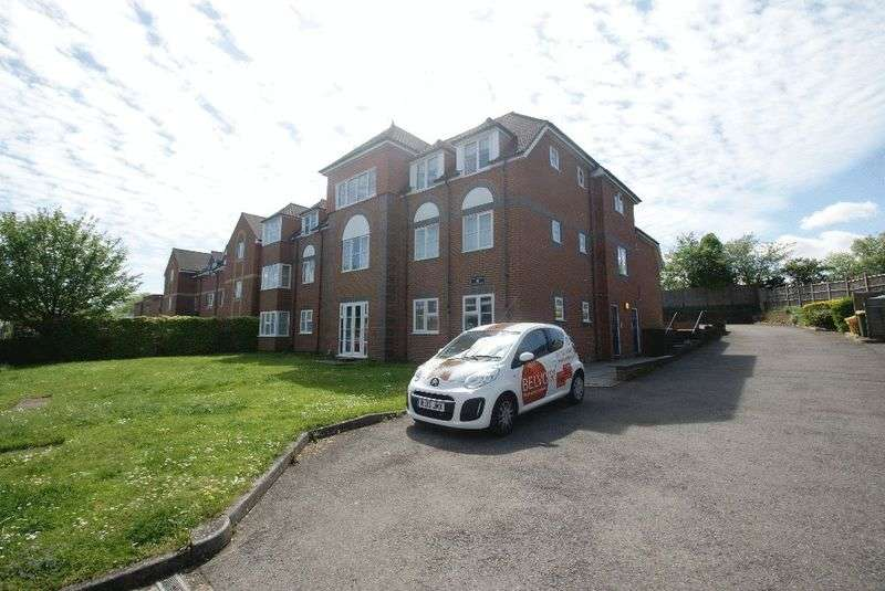 2 Bedrooms Flat for sale in Andover Road, Andover