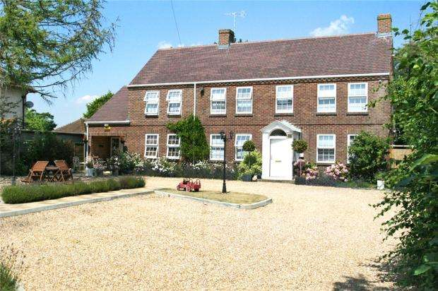 7 Bedrooms Detached House for sale in Berry Lane, Littlehampton, West Sussex, BN17