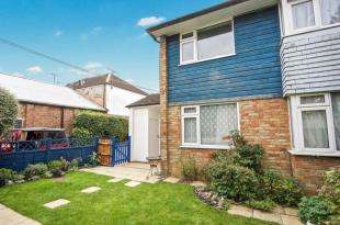 2 Bedrooms Maisonette Flat for sale in Orchard Court, Annington Road, London