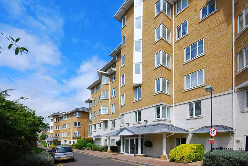 3 Bedrooms Flat for sale in Strand Drive, Kew, TW9