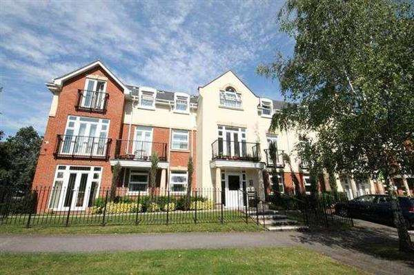 2 Bedrooms Apartment Flat for sale in Mayfair Court, Stonegrove, Edgware