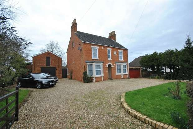 4 Bedrooms Detached House for sale in Bletchley Road, Newton Longville, Buckinghamshire