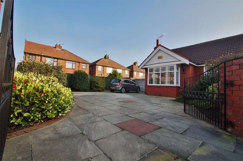 2 Bedrooms Semi Detached Bungalow for sale in Salisbury Street