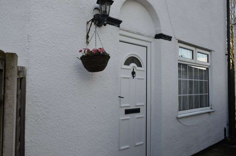 2 Bedrooms House for sale in Chapel Terrace, Lowton, WA3 1EF