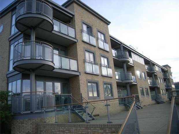 1 Bedroom Flat for sale in Fairway Court, Fletcher Road, Gateshead, Tyne and Wear