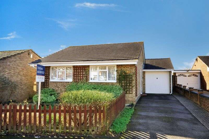 2 Bedrooms Detached Bungalow for sale in Browning Drive, Bicester