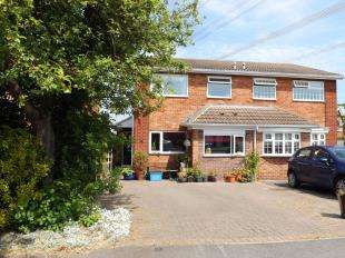 3 Bedrooms Semi Detached House for sale in Debruse Avenue, Yarm