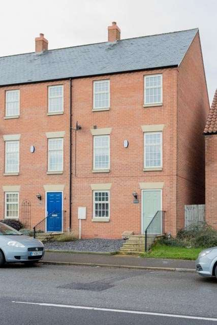 3 Bedrooms End Of Terrace House for sale in Newbridge Hill, Louth, Lincolnshire, LN11