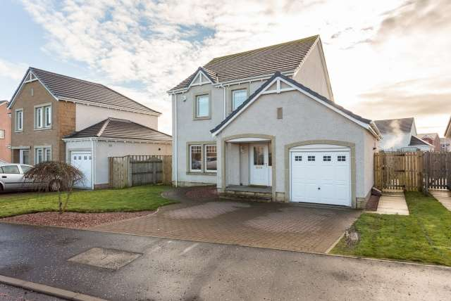 4 Bedrooms Detached House for sale in Black Devon Place, Inchture, Perthshire, PH14 9PB
