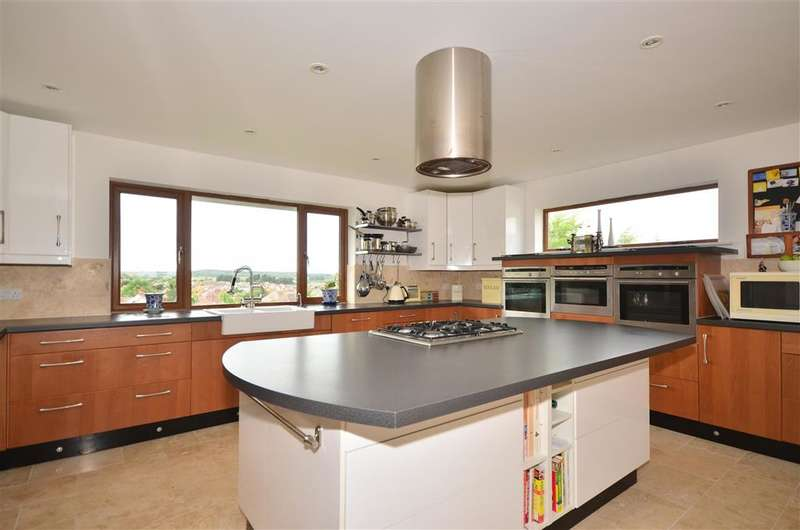 5 Bedrooms Detached House for sale in Cliff Path, Sandown, Isle of Wight