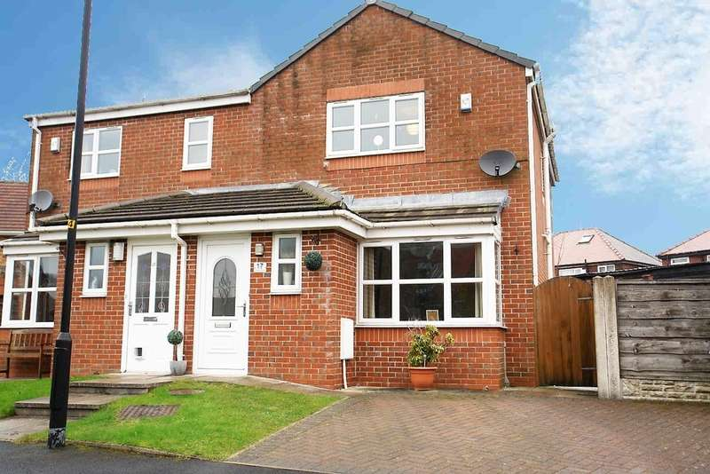 3 Bedrooms Semi Detached House for sale in 17 Calder Grove, Shaw