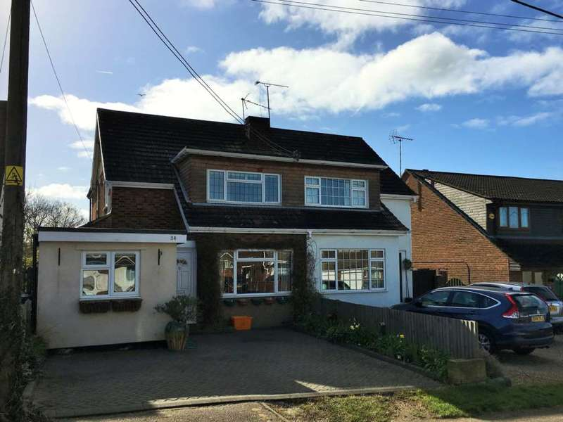 3 Bedrooms Semi Detached House for sale in Scrub Rise, Billericay