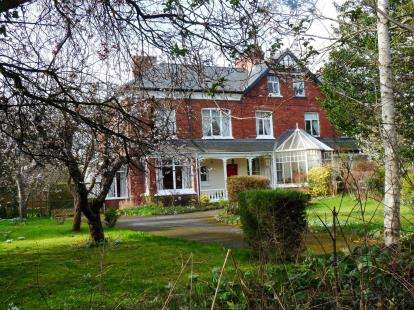 6 Bedrooms Semi Detached House for sale in Roman Road, Middlesbrough, North Yorkshire