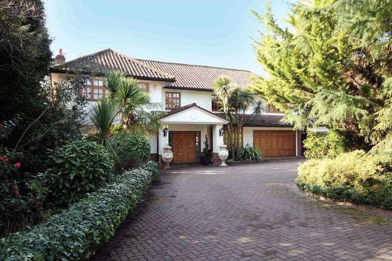 5 Bedrooms Detached House for sale in Pynnacles Close, Stanmore