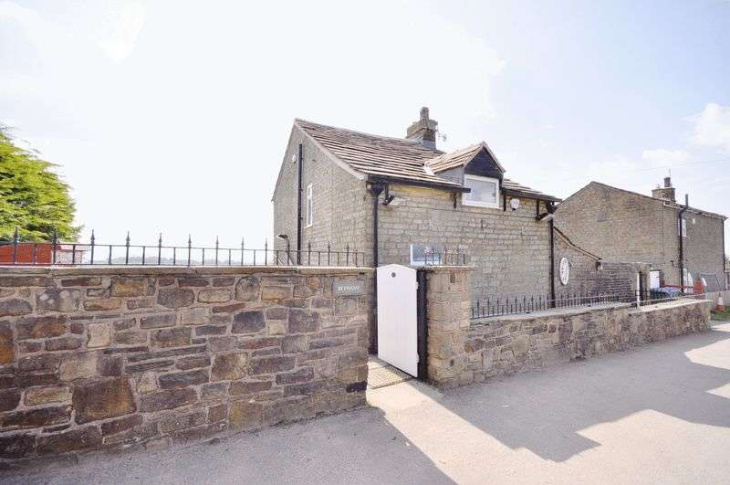 2 Bedrooms House for sale in Knacks Lane, Rochdale
