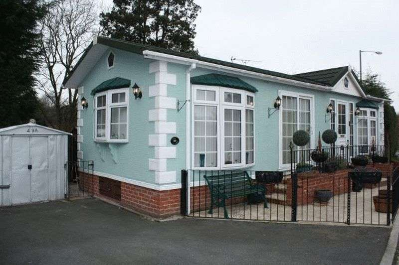2 Bedrooms Bungalow for sale in 49 Croft Park. Wigan Road, Leyland PR25 5UF