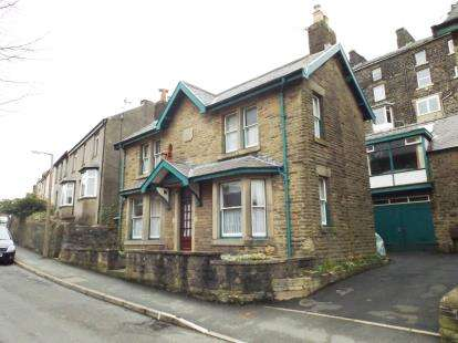 3 Bedrooms Detached House for sale in Nunsfield Road, Buxton, Derbyshire